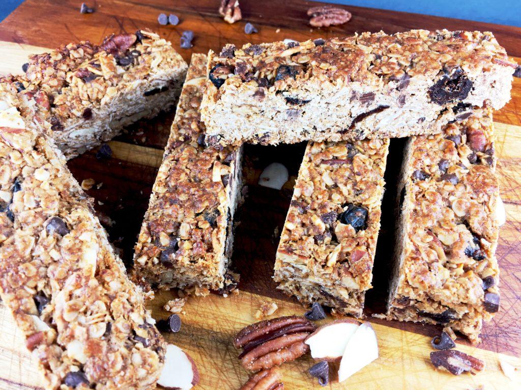 Homemade Granola Bars with Chocolate
