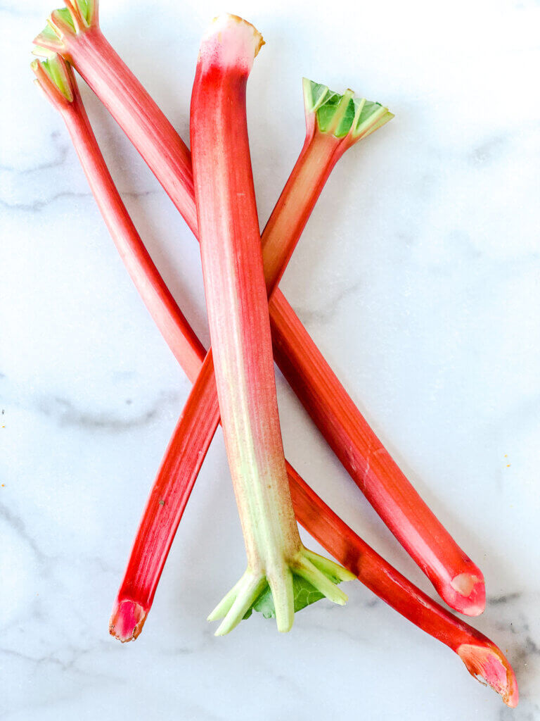 4 medium rhubarb stalks, about 10-12 oz. (325g)