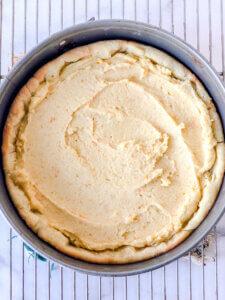 Spread frangipane in the tart