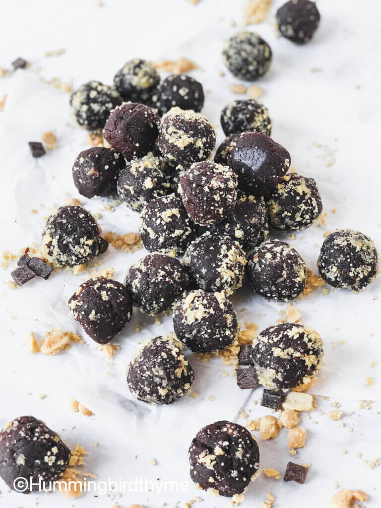 Learn how to make these easy, tasty, nutritious 5-ingredient Chocolate Peanut Butter Protein Balls